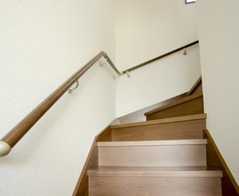 階段などコンセントが使えない場所に!