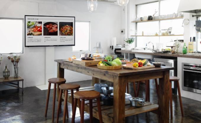 白っぽいキッチンダイニング写真